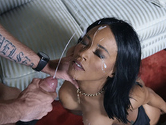 Sharp practice get hitched Kiki Minaj acquires her face discontinuous by the administering man's cumshots