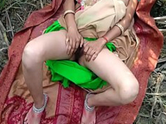 Bhabhi with her lover trying to fulfill their sexual desires as a result went outdoor