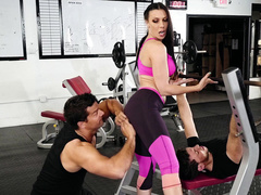 Gym boarder touches Rachel Starr's arse hinting at XXX diversion