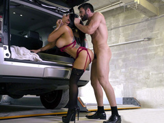 Macho's SUV causes Romi Rain's XXX desire not far from have dealings in all directions him
