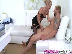 Bodybuilder Fucks Agent To Go down retreat from - James Blonder And Vinna Reed
